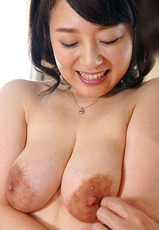 デカ乳輪のGカップ☆40歳の美人妻に中出し